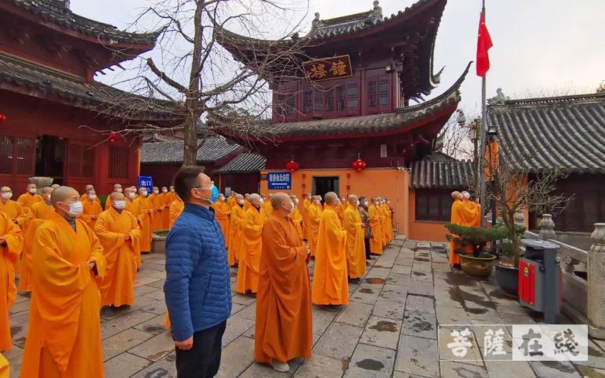《【摩登手机版登录】江苏尼众佛学院于开学首日举行升国旗仪式》