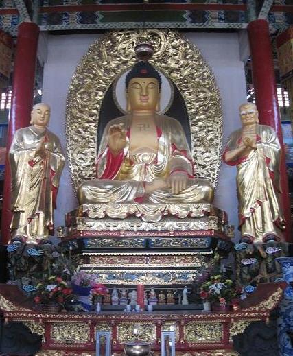 寺院吊顶团龙图案