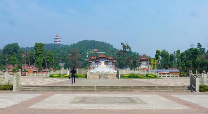 中国观音故里旅游区下辖广德景区和灵泉景区.